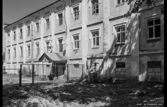 Pre-revolutionary poorhouse in the Meshcherino estate. The orphanage was presumably located in one of the estate's houses. Photograph: Letopis of Russkaya Usad'ba (web blog).