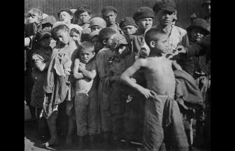 Group of homeless children, 1922. Photograph: humus.livejournal.com