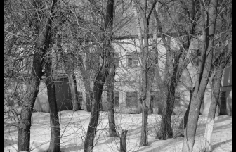 The school building (presumably). Photo: Mikhail Konchits, International Memorial Photo Archive