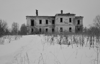 Annex of the Novikova estate, where the Malinskiy orphanage was located. The building was badly damaged by fire in 2006. Photo: deadokey.livejournal.com