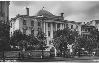 Building of Moscow State University on Mohovaya Street. Photo: PastVu