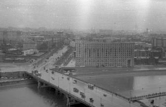 View of the Novoarbatskii Bridge and the still-standing Novinskaya Prison.