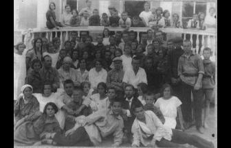 Pupils and personnel of the Pushkino Community Village, 1920s. Source: http://old.gau.mosreg.ru