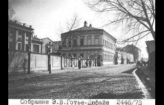 House No. 16 (on left) on Starokoniushennyi Lane, where the Karl Marx Orphanage and School was located. Photograph: PastVu