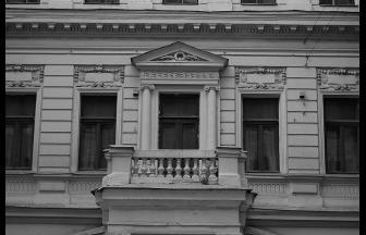 Знаменка, 10.  Современный вид. Декор второго этажа. Фото: Wikipedia
