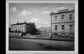 Arrest house building (on the right). Photo: PastVu