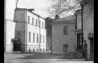 Институт судебно-психиатрической экспертизы им. В.П. Сербского, 1920-е гг. Внутренний двор. На левой стороне фотографии — старый корпус института с достроенным третьим этажом
