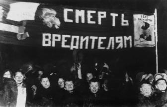 Показательная пионерская демонстрация во время процесса Промпартии. 1930, октябрь. Москва. Кадр из кинохроники: РГАКФД