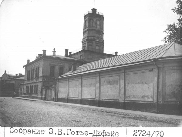 View of the Arbatskii Arrest House from the corner of Nozhovyi Lane