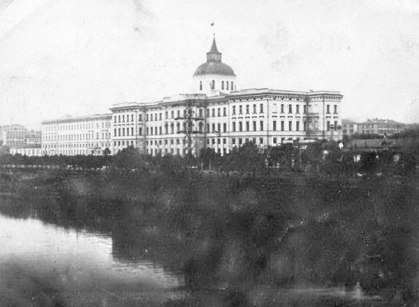 Moscow orphanage at the end of the 1920's. The shelter of the Children's Committee of the All-Russian Central Executive Committee was presumably located in one of the buildings of the Moscow orphanage. Photo: PastVu