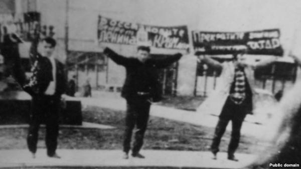 Demonstration by Crimean Tatars on Mayakovskaya Square, June 6, 1969. Photo: ru.krymr.com