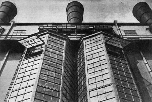 Московская государственная электростанция (МОГЭС, сейчас — ГЭС-1). Вторая половина 1920-х гг. Фото: А. Родченко