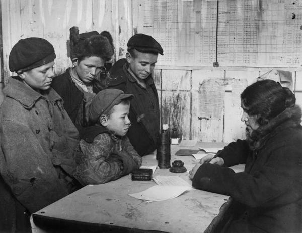 Registration procedure for the homeless at a MONO school, 1928. Photograph: Colta.ru