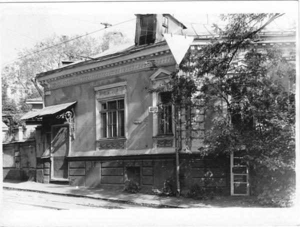 Mansion of the Sherupenkovs on the corner of Seleznevskii Street and Dostoevskii Lane. The Jewish pioneer house was located there after the revolution. Photo: PastVu