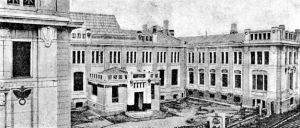 """The building of Moscow's main savings association, 1910s. After the revolution one of the subsections of """"Drug detey"""" society was located here. Photograph: a-dedushkin.livejournal.com"""