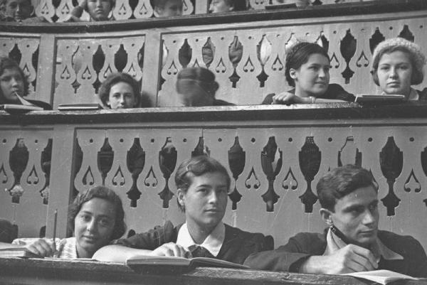 Lecture at MGU, 1934. Photo: russiainphoto.ru