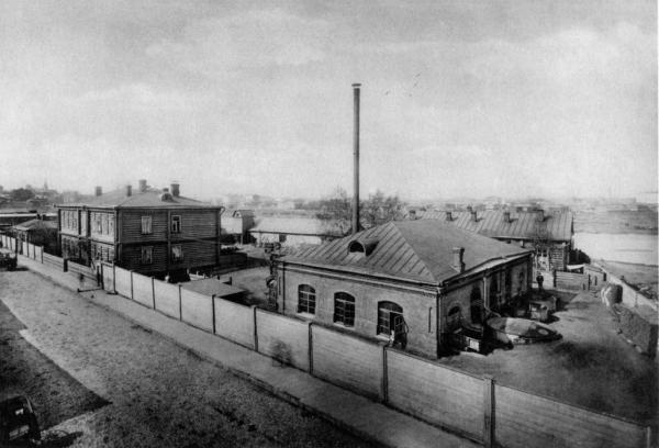 City pumping plant on the corner of Protochnyi and Bolshoi Novo-Peskovskii lanes. A similar fence surrounded the Novopeskovskii camp.