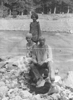 Г. С. Фридлянд с женой и дочерью. Фото: семейный архив  З. Ф. Световой , «Последний адрес»